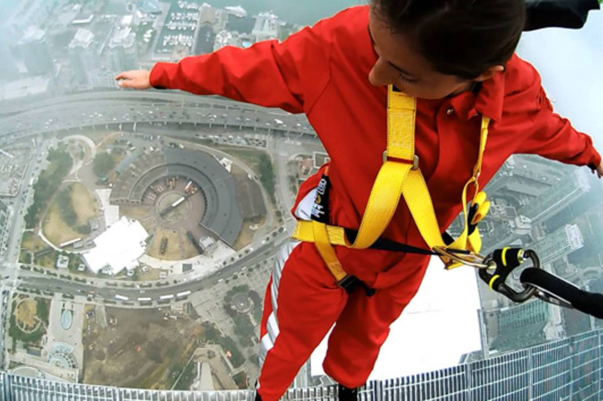 d1c2-201107029-edgewalk.jpg-resize_then_crop-_frame_bg_color_FFF-h_1365-gravity_center-q_70-preserve_ratio_true-w_2048_