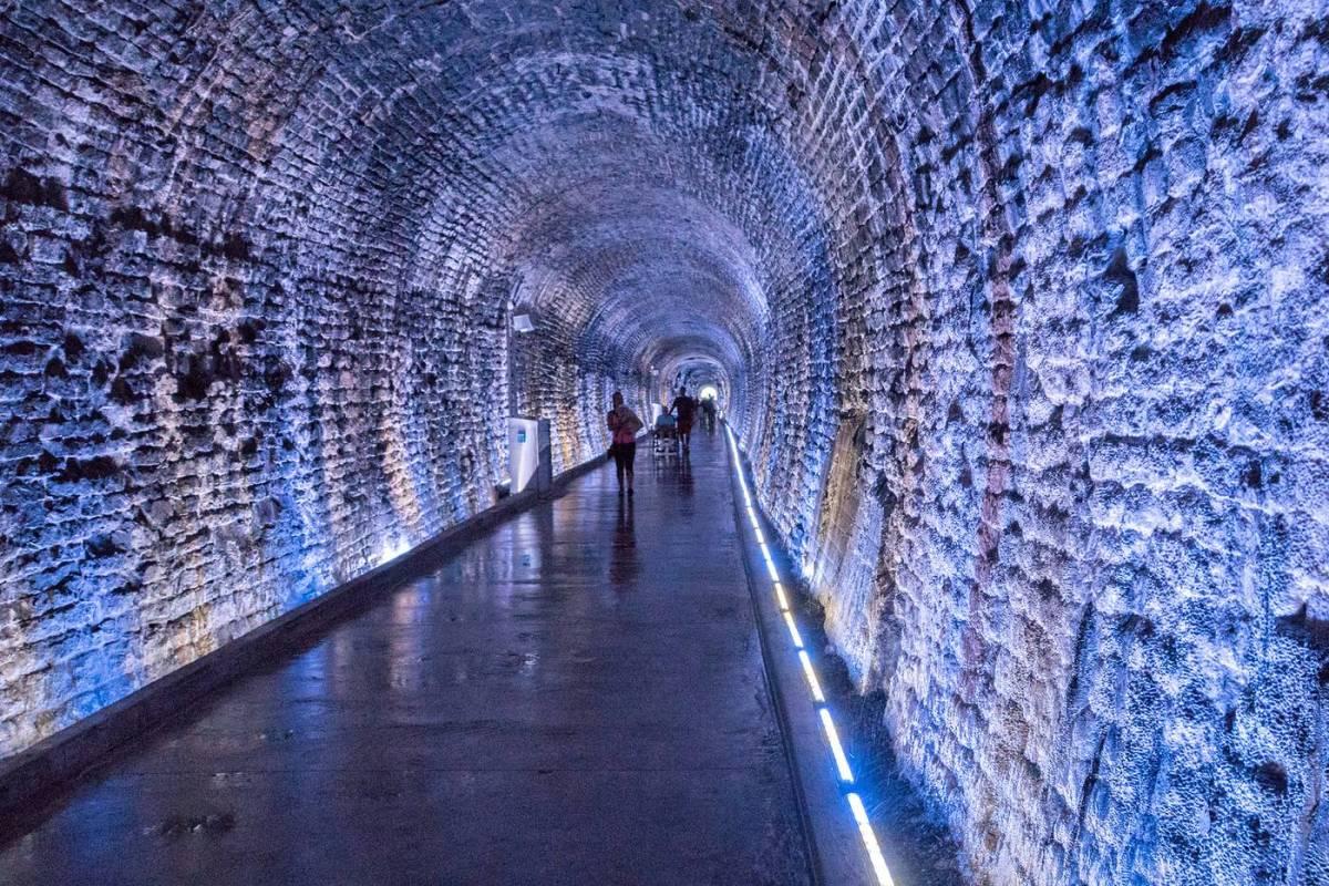2017829-tunnel-2.jpg-resize-_opacity_100-frame_bg_color_FFF-h_2500-gravity_center-q_70-preserve_ratio_true-w_1400_